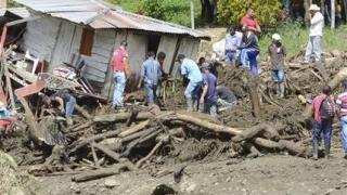 Жертвите на свлачищата в Колумбия вече са над 300