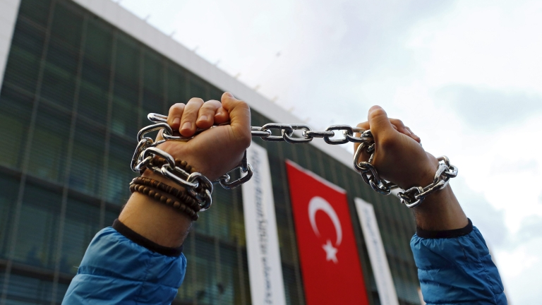 В Турция арестуваха 1 112 души за връзки с Гюлен