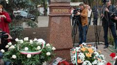 Венци пред паметника на Ботев в Одеса