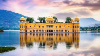 Дворецът, който през по-голямата част от годината е под вода