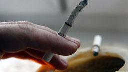 Министър уволнява служител, който му правел забележки, че пуши