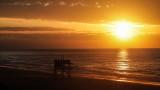 Пластмасови лентички изхвърля морето край Кара дере