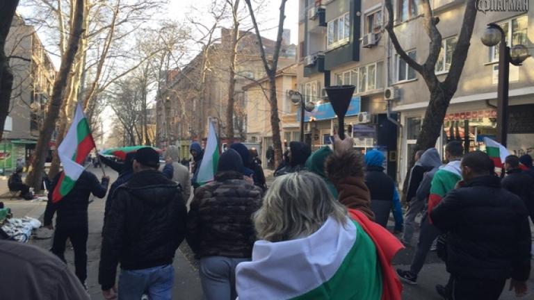 В Бургас протестираха срещу нелегалните имигранти, искат връщане на казармата