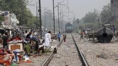 Влак уби младеж в Индия заради селфи