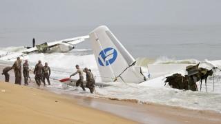 Самолет катастрофира до крайбрежието на Кот д'Ивоар