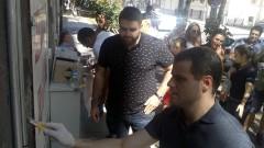 Младежи на ГЕРБ и на БСП чистиха свастики в София