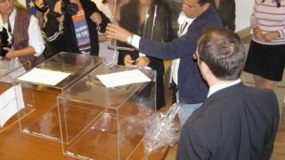 Пристигат първите кутии за гласуване