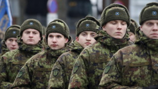 Естония се огражда от Русия с бодлива тел