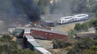 Пътнически и товарен влак се сблъскаха край Лос Анжелис