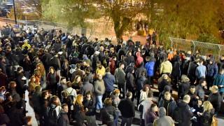 Полицията и местни хора отново се сбиха на гръцки острови