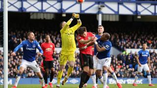 Евертън и Манчестър Юнайтед завършиха 1:1 в мач с вратарски грешки и драма накрая