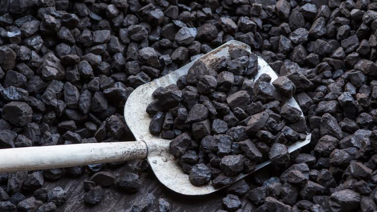 След топлата зима Европа е затрупана със запаси от въглища