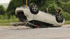 Кола се обърна по таван след катастрофа край Горубляне