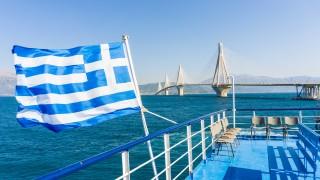 Гърция се връща към нормалността: Над половин милион души се върнаха на работа