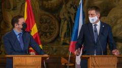Северномакедонският външен министър в Чехия - България ни изнудва
