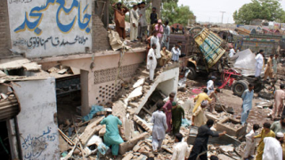 """Експлозия """"по невнимание"""" уби 18 души в Пакистан"""